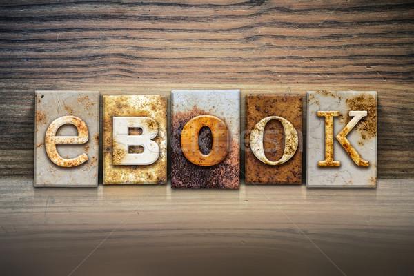 E-kitap kelime yazılı paslı Metal Stok fotoğraf © enterlinedesign