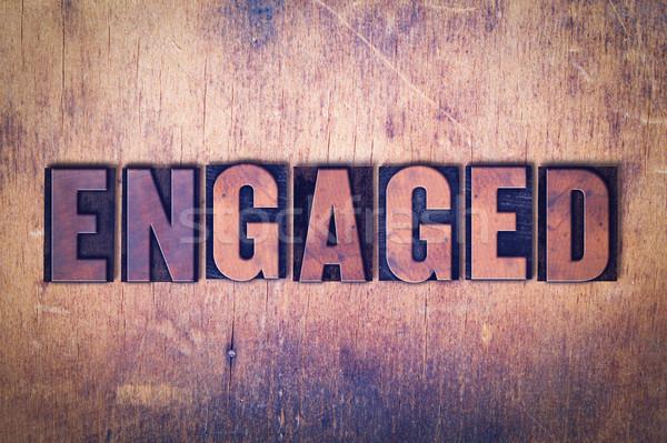 Impegnato parola legno scritto vintage Foto d'archivio © enterlinedesign