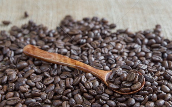 Granos de café cuchara de madera áspero arpillera fondo Foto stock © Epitavi