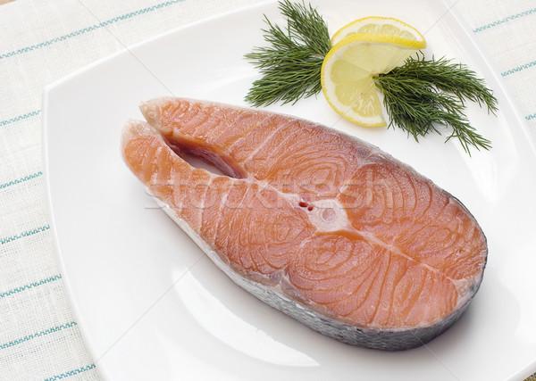 生 鮭 ステーキ レモン 白 プレート ストックフォト © Epitavi