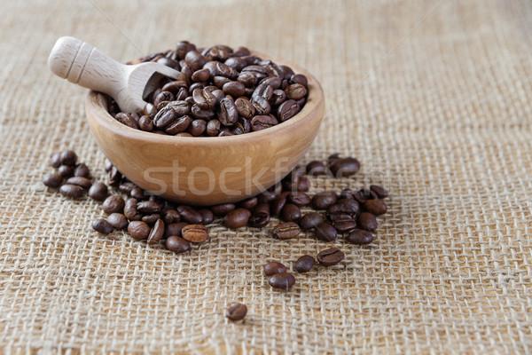 Grains de café rêche toile de jute évider bois bol Photo stock © Epitavi