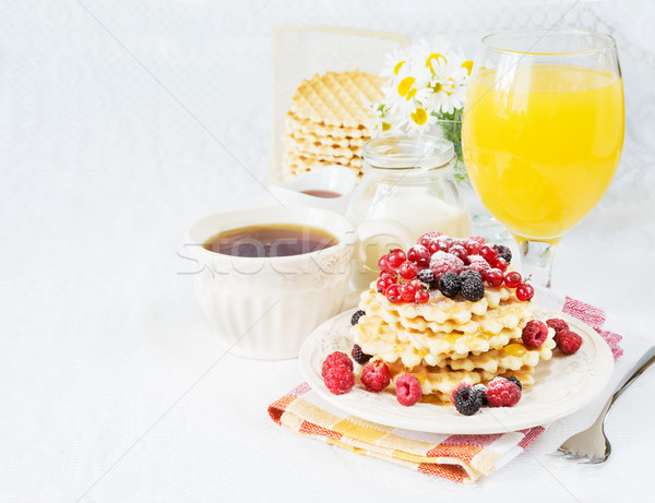 Kahvaltı çay karpuzu meyve suyu kontinental kahvaltı fincan Stok fotoğraf © Epitavi