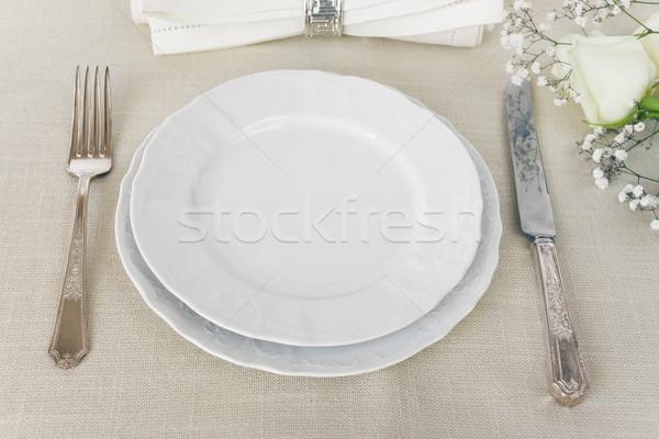 Hermosa mesa decorado vacío blanco placas Foto stock © Epitavi