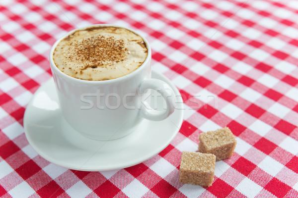 Zwarte koffie witte porselein beker schuim twee Stockfoto © Epitavi
