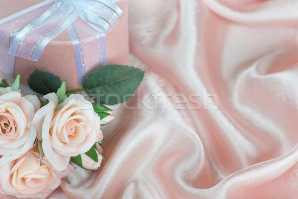バラ ギフトボックス ピンク 弓 シルク ストックフォト © Epitavi