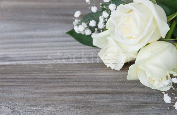 Buket beyaz gül çiçekler gri eski Stok fotoğraf © Epitavi