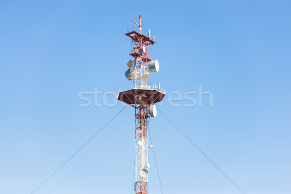 Komórkowej Błękitne niebo wieża działalności technologii Zdjęcia stock © Epitavi