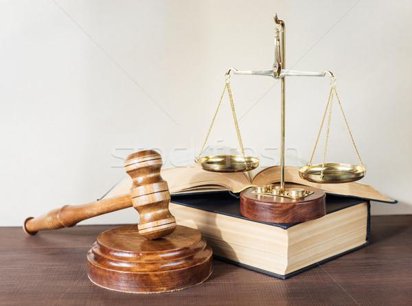 Allegorie justitie symbolen recht hout hamer Stockfoto © Epitavi