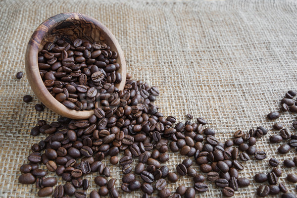 Grãos de café áspero pano de saco fora tigela Foto stock © Epitavi