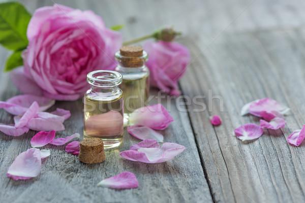 Rózsa illóolaj kettő szirmok rózsaszín rózsák Stock fotó © Epitavi