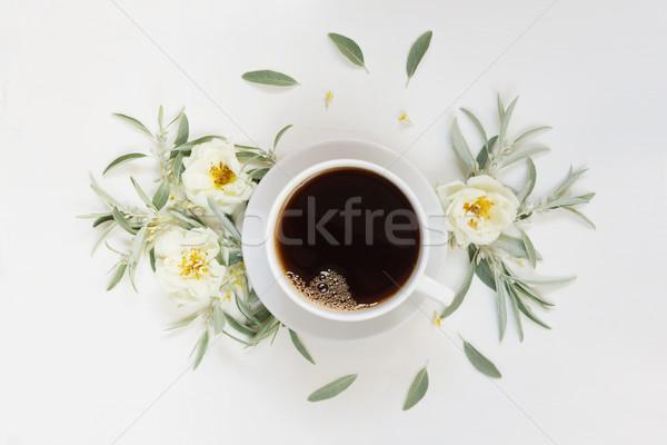 Sabah kahve beyaz güller fincan Stok fotoğraf © Epitavi