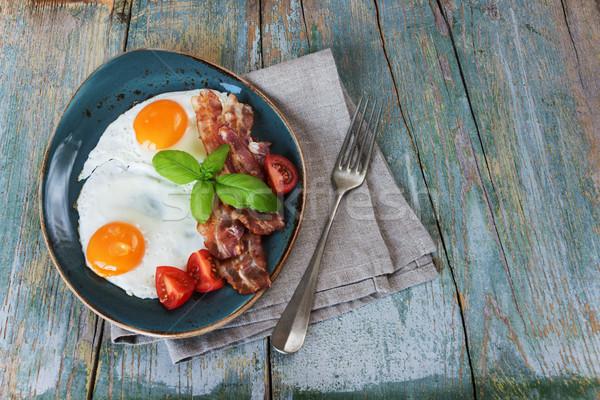 Iki yumurta sebze kahvaltı domuz pastırması Stok fotoğraf © Epitavi