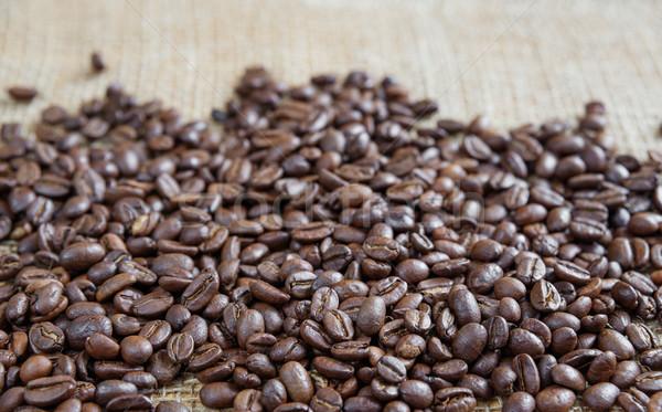 Kahve çekirdekleri kaba çuval bezi arka plan karanlık Stok fotoğraf © Epitavi