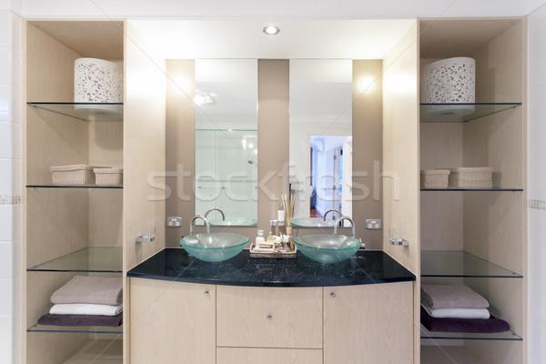 Elegante banheiro moderno gêmeo australiano casa Foto stock © epstock