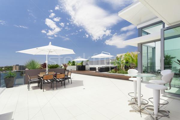 Modern erkély luxus penthouse égbolt ház Stock fotó © epstock