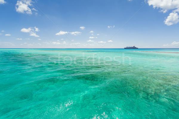 Imagem navio de cruzeiro navegação costa linha Foto stock © epstock