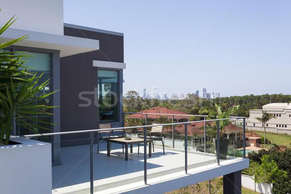 Pequeno varanda edifício casa vidro tabela Foto stock © epstock