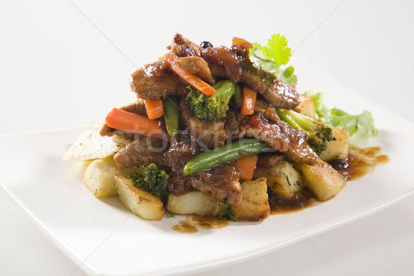 Marhahús keverés krumpli kínai bors sárgarépa Stock fotó © epstock