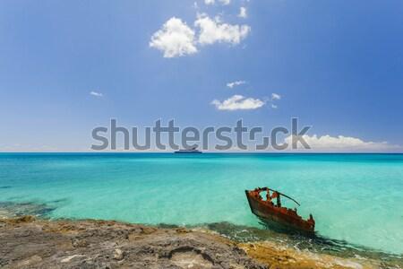 Hajó roncs tengerpart békés Karib felhők Stock fotó © epstock