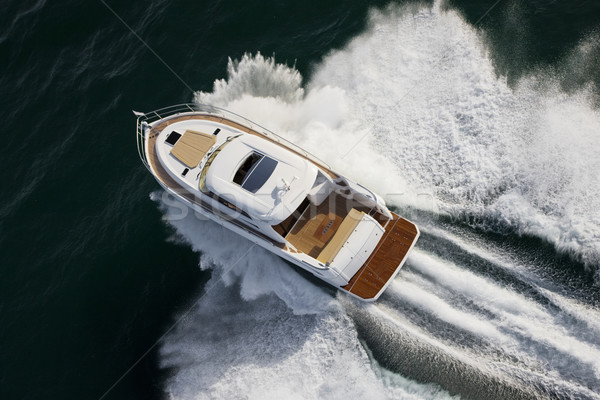 Faible yacht voile à grande vitesse eau Photo stock © epstock