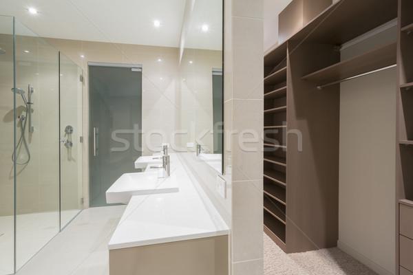 Modern fürdőszoba séta köntös tágas kortárs Stock fotó © epstock