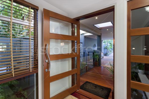 Moderne home entree stijlvol huis deur Stockfoto © epstock