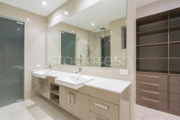 Moderno banheiro andar robe espaçoso contemporâneo Foto stock © epstock