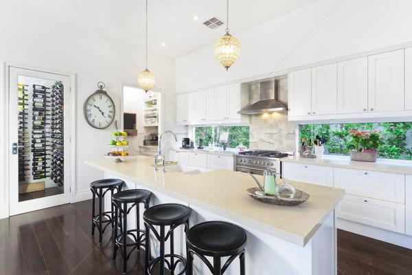 Contemporain cuisine élégant ouvrir plan acier inoxydable Photo stock © epstock