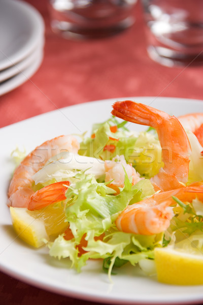 Crevettes salade vue blanche plaque Photo stock © ErickN