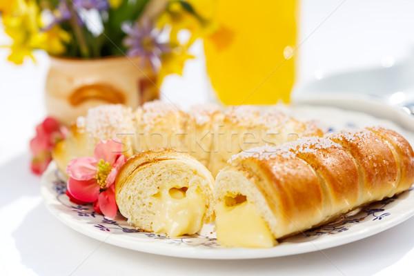 Baunilha creme recheado ao ar livre café da manhã Foto stock © erierika