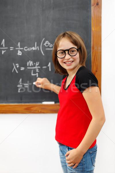 Bölcs matematika iskolás lány iskolás lány ír megoldás Stock fotó © erierika