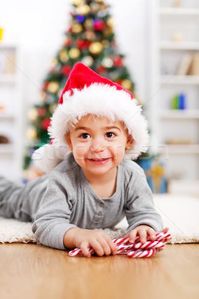 Cute jongen kerstboom leggen ingericht boom Stockfoto © erierika