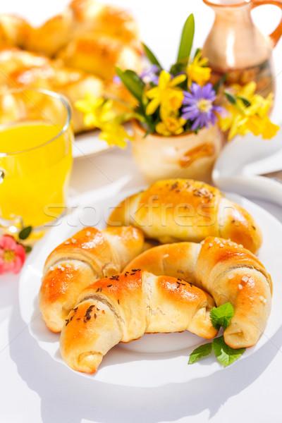 Umplut semiluna mic dejun tabel placă Imagine de stoc © erierika