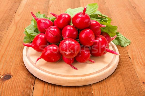 свежие красный редис разделочная доска Сток-фото © erierika