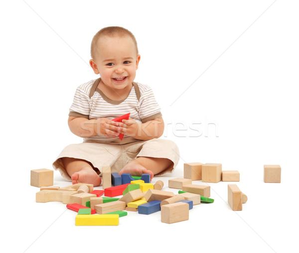 Wenig Junge spielen Blöcke Sitzung farbenreich Stock foto © erierika