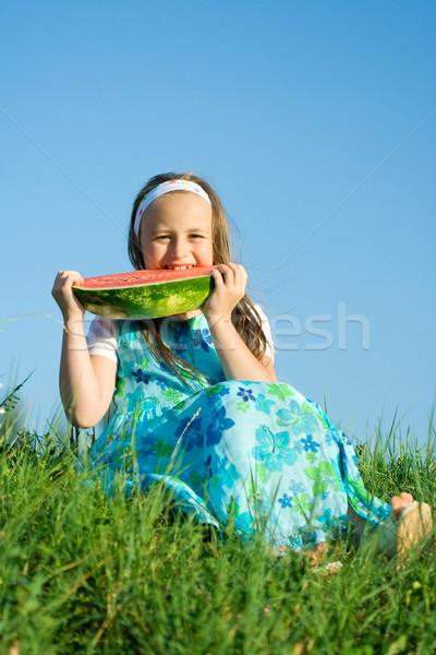 Morder melancia little girl sessão prado alimentação Foto stock © erierika