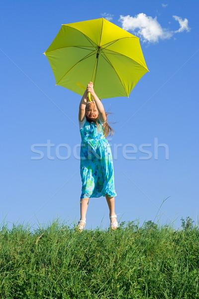 Mädchen Wiese Dach kleines Mädchen Landung öffnen Stock foto © erierika