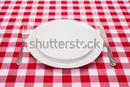 Stok fotoğraf: Boş · beyaz · plakalar · masa · örtüsü · kırmızı