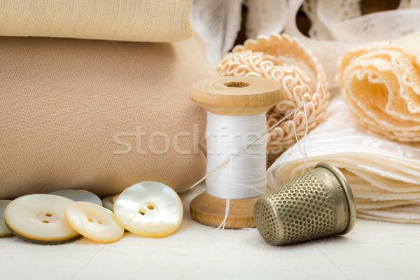 Vintage couture fil dé à coudre shell Photo stock © erierika