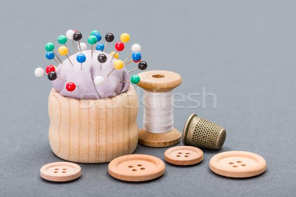 Draad knoppen vingerhoed naaien achtergrond tools Stockfoto © erierika