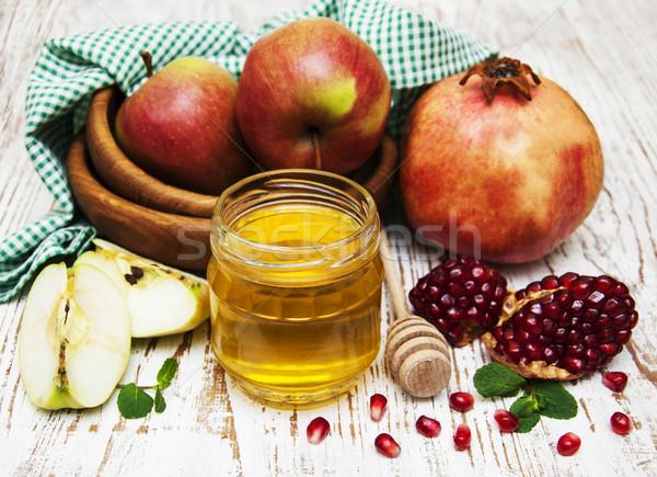 Miele mela melograno tavolo in legno verde piatto Foto d'archivio © Es75