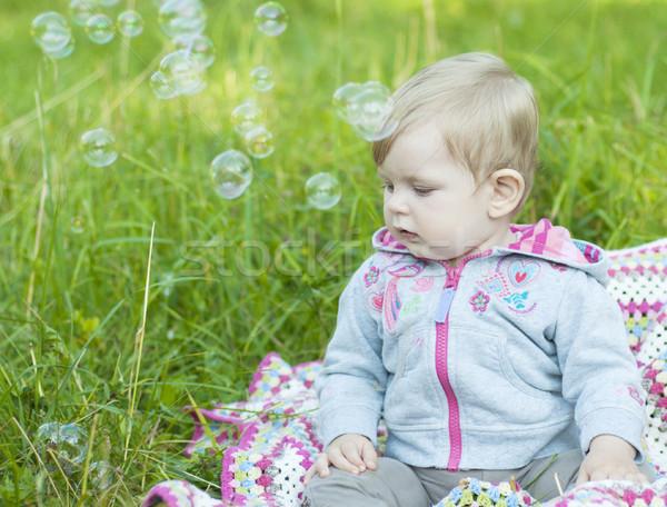 Soffiare bolle cute ragazza parco bambini Foto d'archivio © Es75