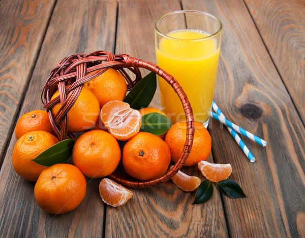 Frescos agrios jugo naranja edad mesa de madera Foto stock © Es75