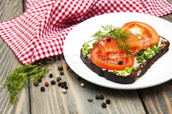 canape bread and black pepper Season with pepper 8 tips for successful canapes successful canape recipes please the eye as well as the palate black bread for classic french.