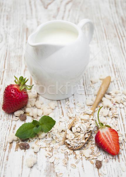 Grain muesli fraises saine déjeuner alimentaire Photo stock © Es75