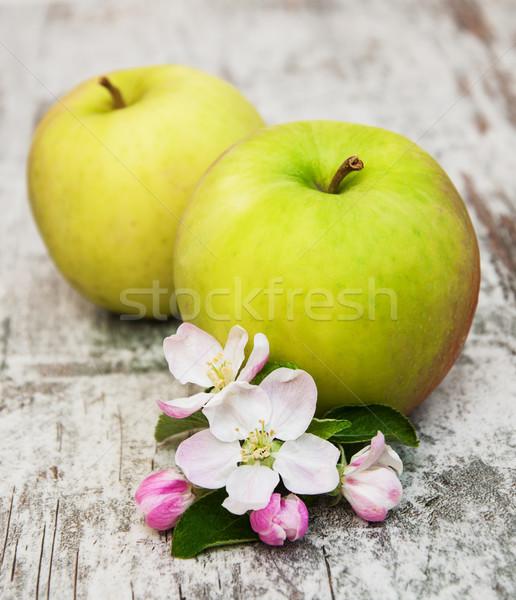 Elma elma ağacı eski ahşap masa gıda Stok fotoğraf © Es75