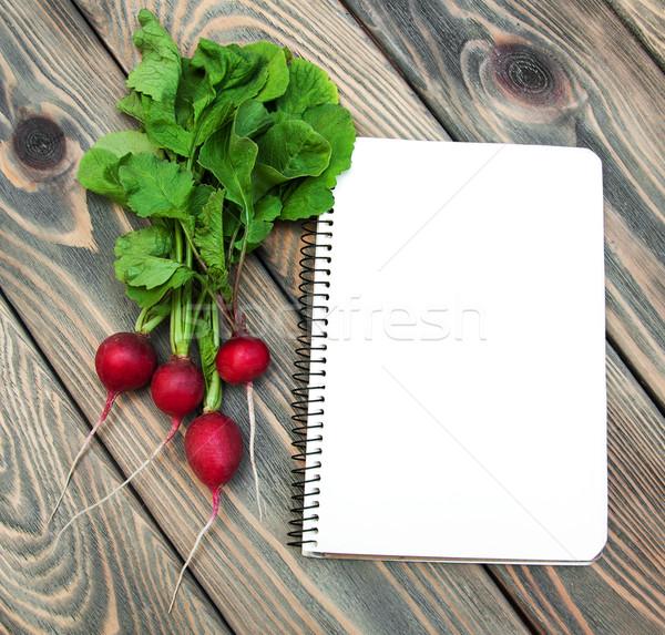 Taze organik turp eski ahşap kâğıt Stok fotoğraf © Es75