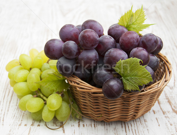 Сток-фото: свежие · винограда · красный · зеленый · виноград · служивший · продовольствие