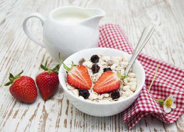 Ziarna musli truskawek zdrowych śniadanie żywności Zdjęcia stock © Es75