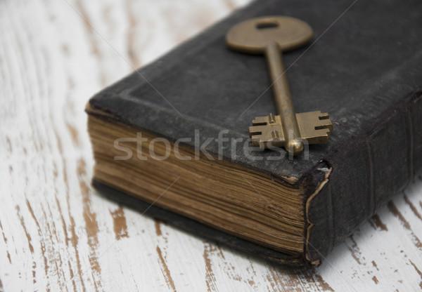 Antieke boek oude sleutel afbeelding groot Stockfoto © Es75
